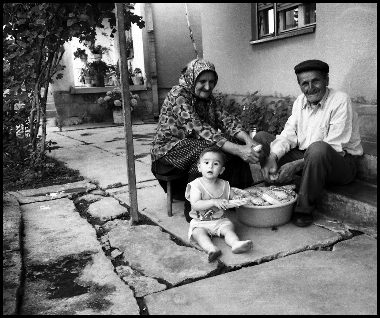 """Ya esta disponible el nuevo capitulo del foto-ensayo """"Una experiencia balcánica"""" (Furio Ottomani): LA FAMILIA BOCIÇ DE PLEMENTINA"""